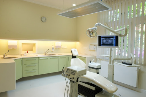 A fogászati kezelőegységben történnek a beavatkozások.