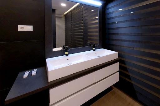 Az egyedi fürdőszoba bútorok kiváló megoldást nyújtanak.